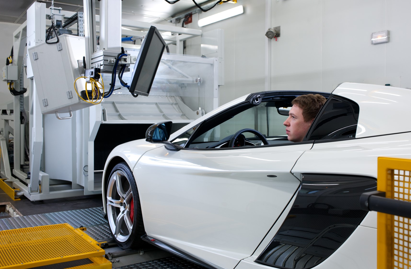 vehicle testing at Ricardo's vehicle emissions research centre