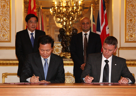 Wang Jinyu, general manager of Beiqi Foton Motor Co. Ltd (left) and Ricardo CEO Dave Shemmans (right) sign the agreements in the presence of Guo Jinlong and Sajid Javid (rear left-right)