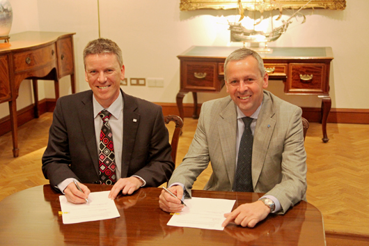Ricardo CEO Dave Shemmans (left) and Lloyd's Register CEO Richard Sadler (right) sign the Share and Asset Purchase Agreement this morning to transfer LR Rail to Ricardo