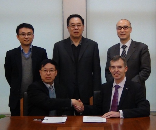 Dr Jan Lu – President of the Shengrui R&D centre - signs the MoU with Ricardo plc executive director Mark Garrett