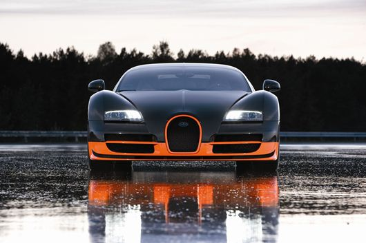 The 16.4 Super Sport - as with all versions of the famous Bugatti Veyron, it uses an advanced Ricardo DCT