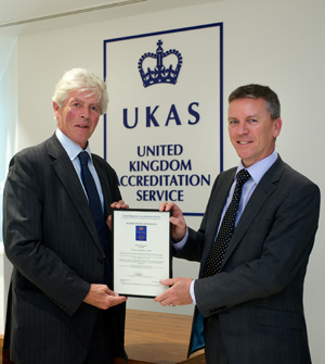 UKAS Chairman Lord Lindsay (L) presents the Certificate of Accreditation to Ricardo CEO Dave Shemmans